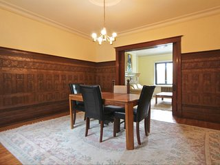 Large and lovely 4 bedroom apartment - fully equipped, Westmount