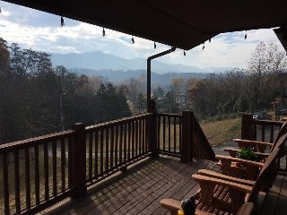 NEW! Riverside Retreat in the Smokies has it all: Mt View, River, Creek, Hot Tub, Sevierville