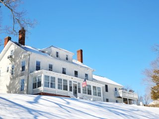Ski -19th Century Mansion Retreat, Reunions, USMA. New Hot Tub, Close to NYC, Harriman