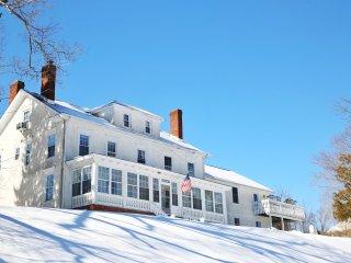 Ski -19th Century Mansion Retreat, Reunions, USMA. New Hot Tub, Close to NYC, Monroe