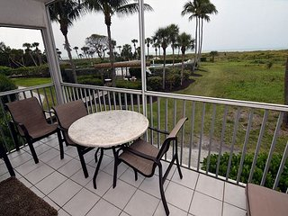 Beautifully renovated gulf front beach villa at South Seas Island Resort, isla de Captiva