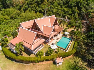 Gorgeous villa Thaie Style 4 Bedrooms Quiet Area., Koh Kaew