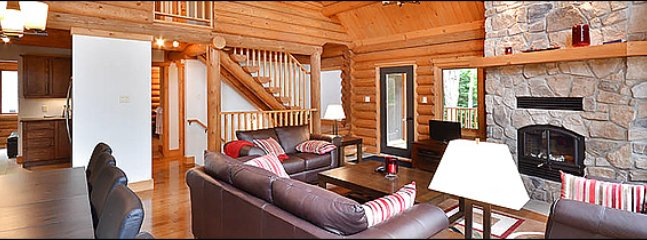 Very Large Deck with Patio Furniture / 215672, Sainte-Lucie-des-Laurentides