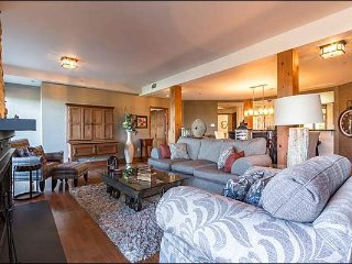 Best Location in Tremblant, Ski In/Out, Private Hot Tub / 215819