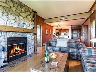 2BR Ski In/Out, 4 Season Common Hot Tubs, Free Shuttle / 215825