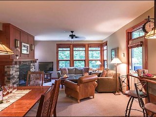 2BR Facing Village, Year Round Hot Tub and Sauna, Free Shuttle / 215836