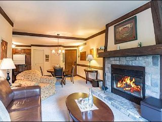 Premier Ski In/Out 1BR Mountainside Hideaway, Free Shuttle / 215855