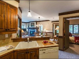 Premier Ski In/Out 2BR Mountainside Hideaway, Free Shuttle / 215856