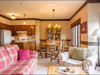 Premier Ski In/Out 2BR Mountainside Hideaway, Free Shuttle / 215857