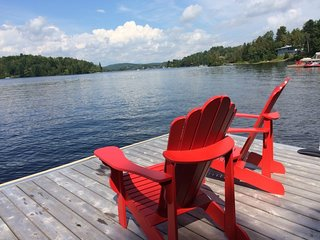 Stunning Cottage on a Motorized Lake - Book Early!! / 221346
