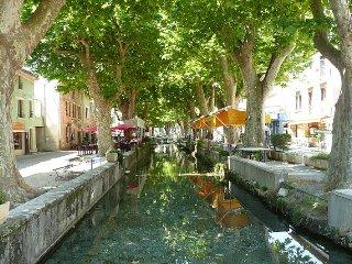 Charmant appartement au coeur de Goudargues avec vue sur le canal