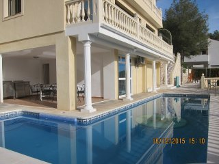 Detached villa near Nerja, with large pool, jacuzzi and fantastic seaview