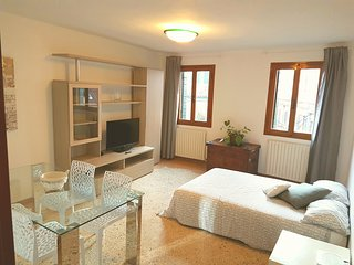 New Rachel2 apartment 85m2 10min Rialto Fast Wifi