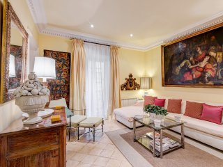 Augustus Luxury Apartment #15630.1, Colonna
