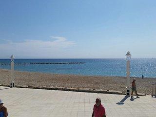 Altea en el centro y a 50m de la playa,wifi,sat tv