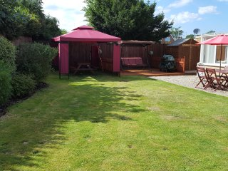 Sleeps 2-8  Private garden, quiet cul de sac, very close to Wroxham / Broads.