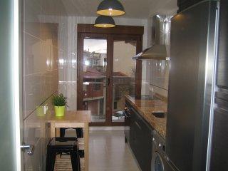 Apartamento /parking/piscina/aire acondicona... 4 per. (25 m del Puente Romano )