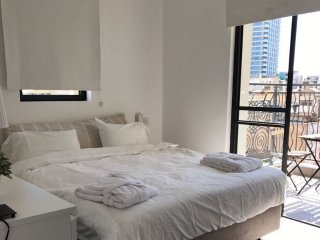 Trendy 1 bedroom apartment with a balcony best area, Tel Aviv