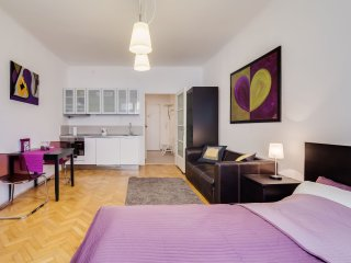 Charming cosy studio 3 MIN to Old Town Square