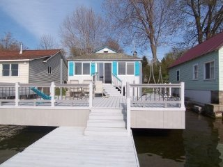 Waterfront Cottage & private dock-off Lake Onterio, Fair Haven