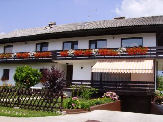Large 2-Bedroom Apartment With Balcony, Bled