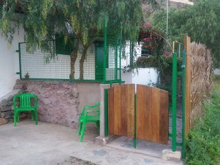 Apartamento independiente, con terraza y jardín, tranquilo y bien comunicado.