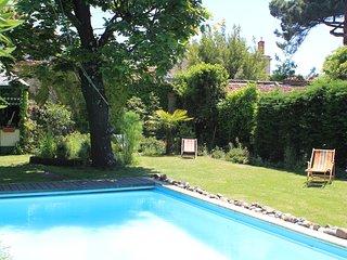 Maison 200 M2 grand jardin arbore, calme et piscine