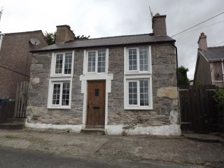 Snowdrop Cottage, Perfect for Snowdonia National Park, Pet Friendly, Llanllyfni