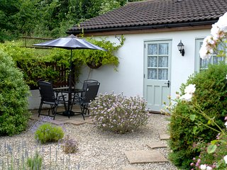 Ashton Cottages - sleeps 2-4 Cosy Cottage nr Cheddar &  Wedmore