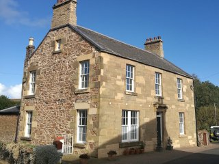 Beech House - Large Family Holiday Home in Coldingham Village