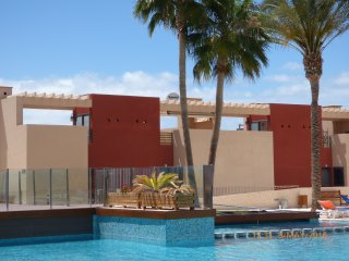 Townhouse style NEWly 2 bedroom at Playa Paraiso,WIFI,PRIVATE PARKING, 50' TV..