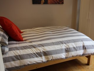 One bedroom serviced apartment (sleeps 4), Reading