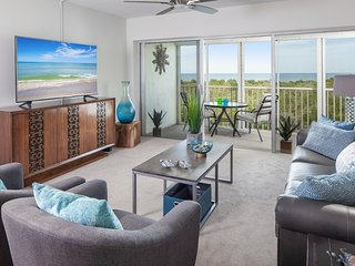 Vanderbilt Beach Direct Gulf View - You will be on the beach within just minutes