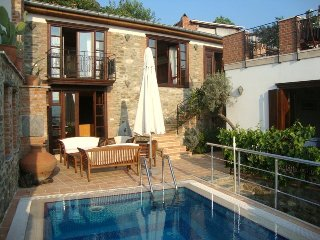 Stone House Oustanding property with private pool and sauna, sleeps 7