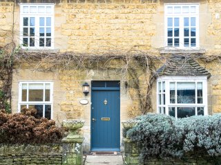 Wisteria Cottage, a beautifully decorated and furnished Cotswold stone cottage, Bourton-on-the-Water