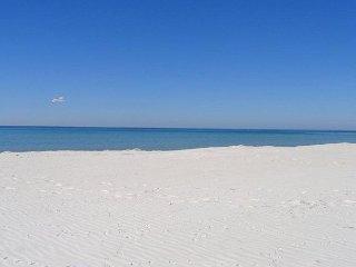 Beautiful, Beachfront, Bright 1 bedroom deluxe (sleeps 6)