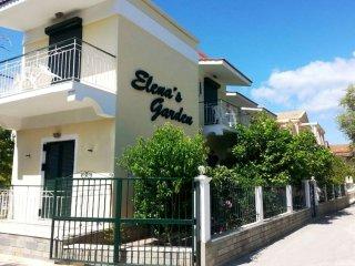 ELena's Garden, Kavos