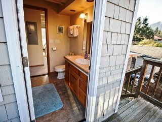 COURTYARD-BOTH ~ MCA# 1450 ~ Spacious hot tub home in the heart of Manzanita!