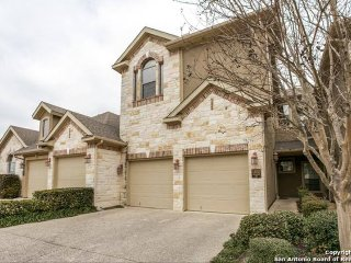 Beautiful Luxury Townhome Located In The Prestigio, San Antonio