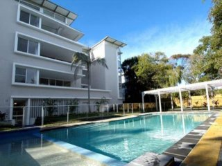 Modern 3 bedroom apartment across the road from the Bennett's Beach