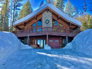 Historic + Chic Fusion Meld in This Inviting 4 Bedroom, 3 Bath Cabin w/ Hot Tub