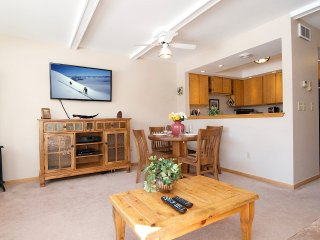 Ski, Hike, Bike, View Wildlife, Shop/Dine from Comfortable 3Bed2