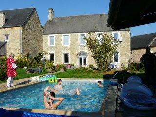 Grand gite (4 *) en campagne avec piscine chauffee FB'large et bocage'