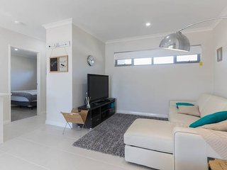 Apartment Accommodation near Perth Airport & CBD, Cloverdale