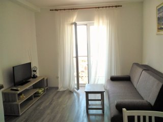 Seaview apartmeni in Mlini for 2-4 persons, walking distance to the beaches
