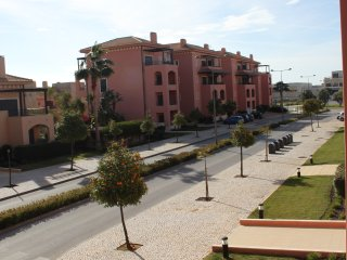 Victoria Boulevard holiday apartment rental with shared pool and golf nearby