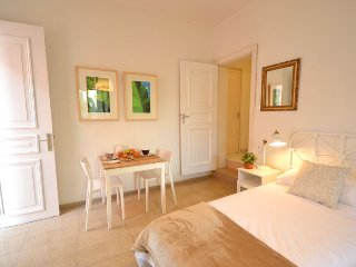 Acogedora habitación con baño privado y acceso directo de la calle