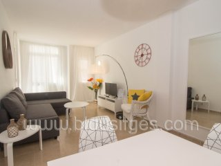 Modern apartment with AC and wifi in the heart of Sitges.