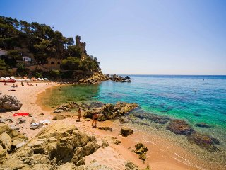 Big apartment, 2 minutes to the beach, Lloret de Mar