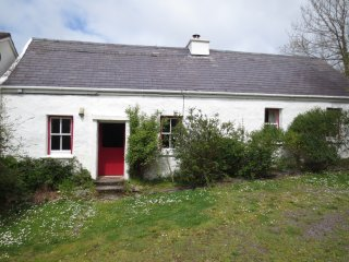 200 year old cottage with sea views, Dingle